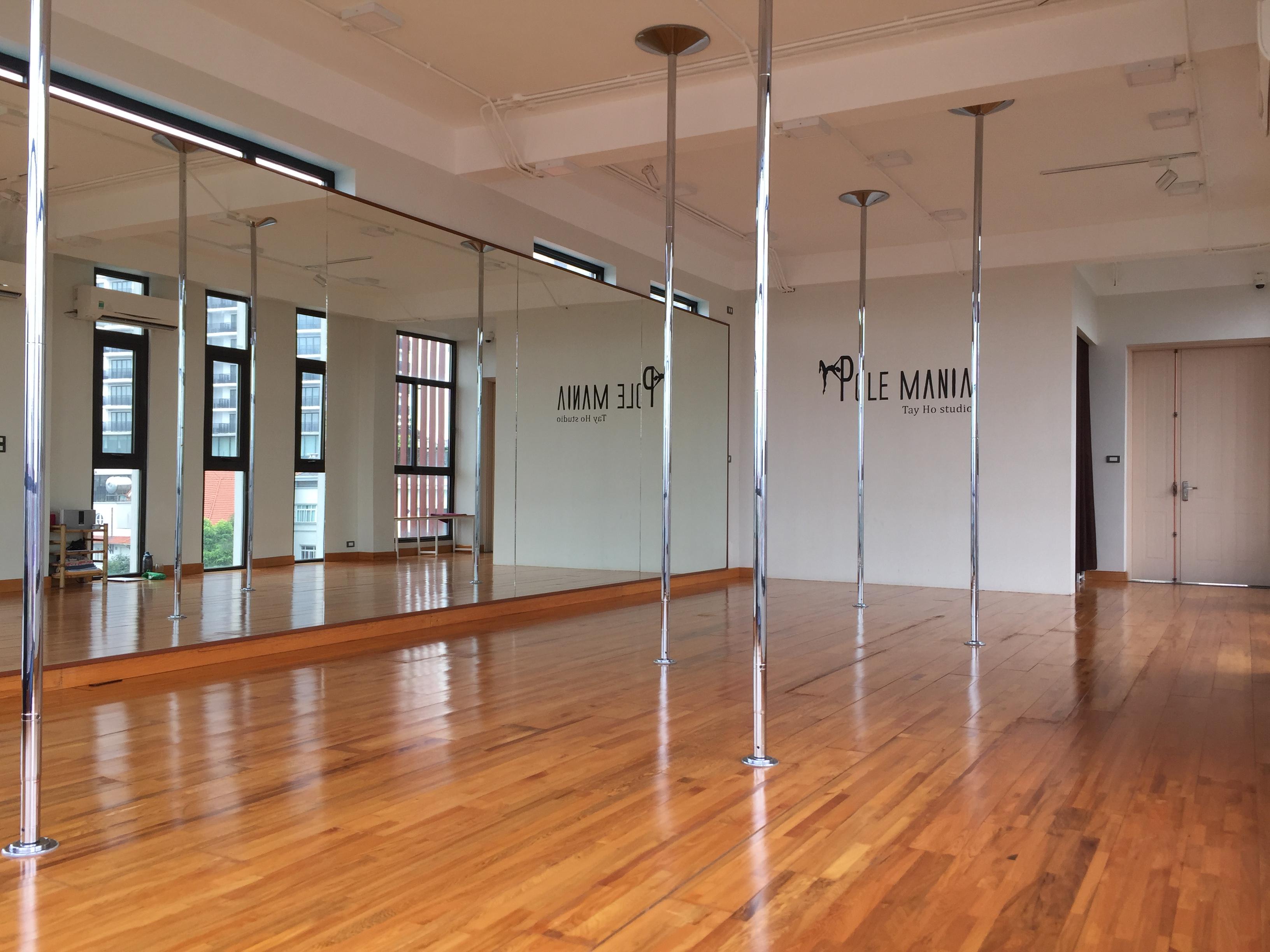 Tay Ho studio